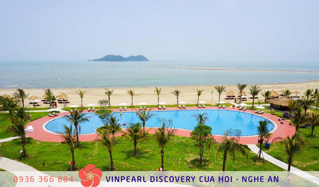 Bể bơi trung tâm tại khách sạn Vinpearl Cửa Hội
