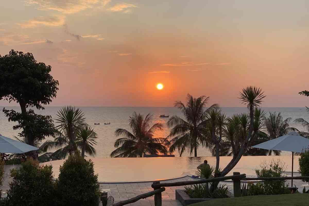 Biển Cửa Cạn - Bãi tắm Phú Quốc lý tuởng để ngắm hoàng hôn