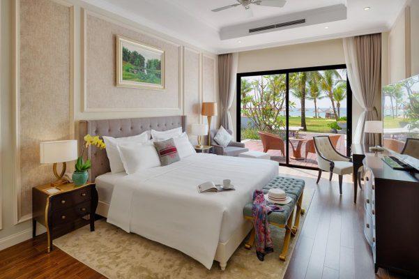 Villa 3 phòng ngủ Vinpearl Phú Quốc với phòng ngủ view thẳng ra biển